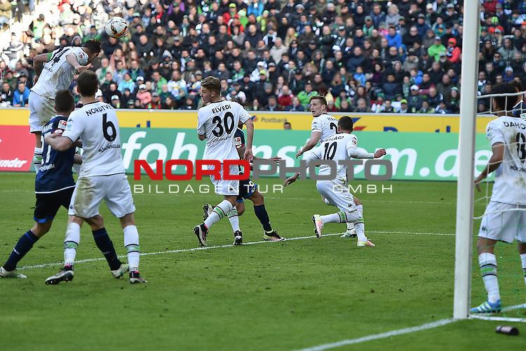 24.04.2016, Borussia-Park, Moenchengladbach, GER, 1.FBL,  Borussia Moenchengladbach vs TSG 1899 Hoffenheim <br /> im Bild / picture shows: <br /> Abwehr im Strafraum Granit Xhaka (Borussia M&ouml;nchengladbach #34) vorne H&aring;vard / Havard Nordtveit (Borussia M&ouml;nchengladbach #6), Nico Elvedi (Borussia M&ouml;nchengladbach #30)<br /> <br /> <br /> <br /> Foto &copy; nordphoto / meuter