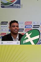 RIO DE JANEIRO; RJ; 07 DE MARÇO 2013 - Ronaldo na campanha pelo não fumo lançada na coletiva onde falou sobre as obras e os preparativos para receber a Copa das Confederações. FOTO: NÉSTOR J. BEREMBLUM - BRAZIL PHOTO PRESS.