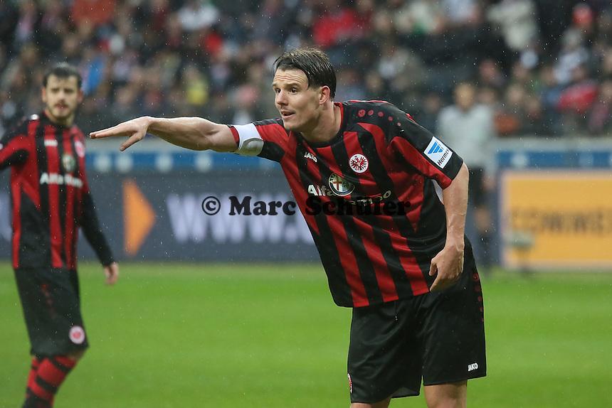 Alex Meier (Frankfurt) gibt Anweisungen - Eintracht Frankfurt vs. Eintracht Braunschweig, Commerzbank Arena