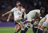 Twickenham, United Kingdom.  Ben YOUNGS, kicking clear, behind the scrum, during the RBS. Six Nations : England   vs France  at the  RFU Stadium, Twickenham, England, <br /> <br /> Saturday  04/02/2017<br /> <br /> [Mandatory Credit; Peter Spurrier/Intersport-images]