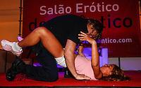 LISBOA, PORTUGAL, 03 DE JUNHO 2012 - SALAO EROTICO DO ATLANTICO - Homem durante performance no Salao Erotico do Atlantico na Fundicao Oeiras em Lisboa, capital de Portugal neste domingo,3  (FOTO: WILLIAM VOLCOV / BRAZIL PHOTO PRESS).