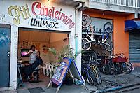 Sao Paulo_SP, Brasil...Favela de Paraisopolis em Sao Paulo. Na foto um salao de beleza...Paraisopolis community next Morumbi neighborhood in Sao Paulo. In this photo beaty saloon...Foto: JOAO MARCOS ROSA / NITRO