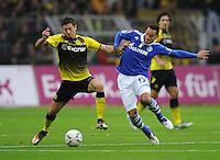 FUSSBALL   1. BUNDESLIGA   SAISON 2011/2012    14. SPIELTAG Borussia Dortmund - FC Schalke 04      26.11.2011 Robert LEWANDOWSKI (Dortmund, li) gegen Jermaine JONSE (li, Schalke)