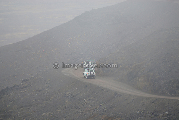 Spain, Canary Islands, Fuerteventura, nr. Cofete. Land Rover driving from the Degollada de Agua Oveja towards Cofete. --- No releases available. Automotive trademarks are the property of the trademark holder, authorization may be needed for some uses.