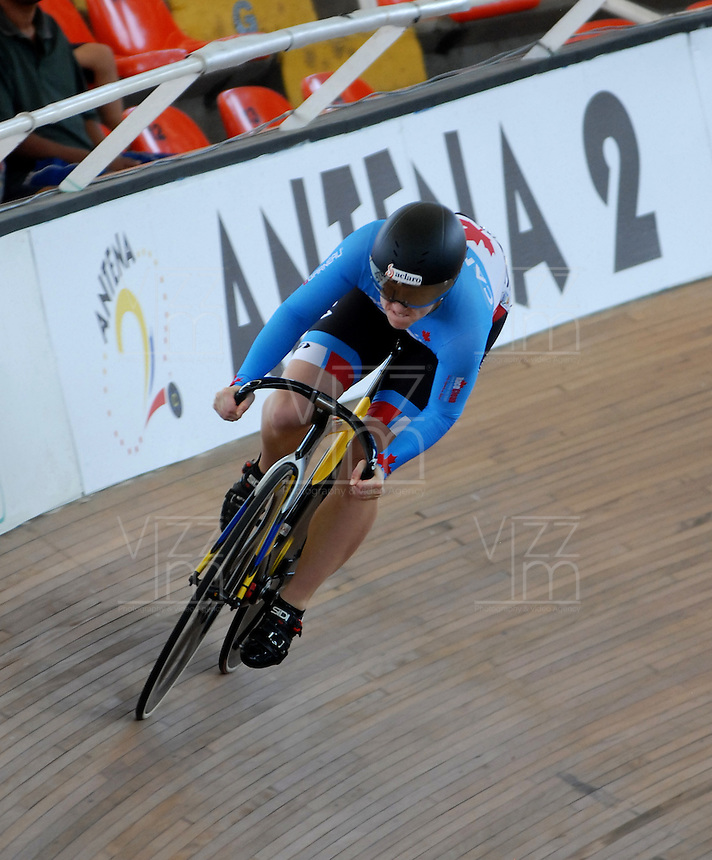 CALI – COLOMBIA – 17-01-2015: Monique Sullivan de Canada en la prueba de Velocidad Damas en el Velodromo Alcides Nieto Patiño, sede de la III Copa Mundo UCI de Pista de Cali 2014-2015  / Monique Sullivan of Canada in the Women´s Sprint Race at the Alcides Nieto Patiño Velodrome, home of the III Cali Track World Cup 2014-2015 UCI. Photos: VizzorImage / Luis Ramirez / Staff.
