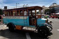BARCELONA, ESPANHA, 05 DE MAIO 2012 - EXPOSICAO ONIBUS ANTIGOS - Exposisao de onibus antigos na Plaza de Espanha em Barcelona na manha desse sabado. FOTO: VANESSA CARVALHO / BRAZIL PHOTO PRESS.