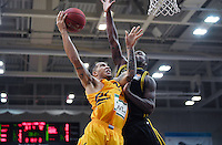 Basketball  1. Bundesliga  2016/2017  Hauptrunde  16. Spieltag  27.12.2016 Walter Tigers Tuebingen - MHP Riesen Ludwigsburg Davion Berry (li, Tigers) gegen Kelvin Martin (Ludwigsburg)