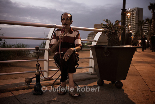 Evening on the Corniche in Beirut.<br /> <br /> le soir sur la corniche &agrave; Beyrouth.