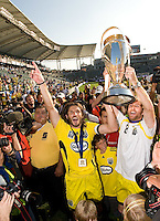 Frankie Hejduk, left, and Duncan Oughton, right, hold up the MLS Cup Trophy after winning the MLS Cup 2008, Columbus Crew 3-1 over the New York Red Bulls, Sunday, November 23, 2008.