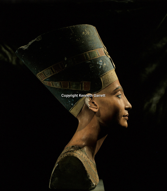 Bust of Queen Nefertiti, New Kingdom, Egypt, Amarna art style, wife of Akhenaten, Egyptian Museum in Berlin - PERMISSION FROM MUSEUM NEEDED