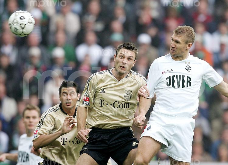 Fussball  1. Bundesliga Saison 2004/2005      11. Spieltag Borussia Moenchengladbach - FC Bayern Muenchen  Marcelo PLETSCH (re, Gladbach) erzielt das Tor zum 1:0. Die Bayern Claudio PIZARRO (li) und Robert KOVAC (mi) ohne Chance