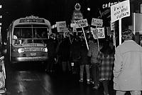 Manifestation d'étudiants contre la Guerre au Vietnam, à Québec<br /> , le 17 novembre 1967<br /> <br /> Photographe : Photo Moderne