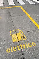 - recharge station for electric cars in Milan<br /> <br /> - stazione di ricarica per automobili elettriche a Milano,