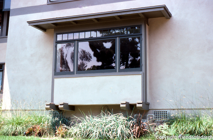 Irving Gill: Katherine Teats Cottage #1. Detail--window. Note: I wonder if those projecting beams under window aren't Louis Gill, influenced by Greene's. Photo 2000.