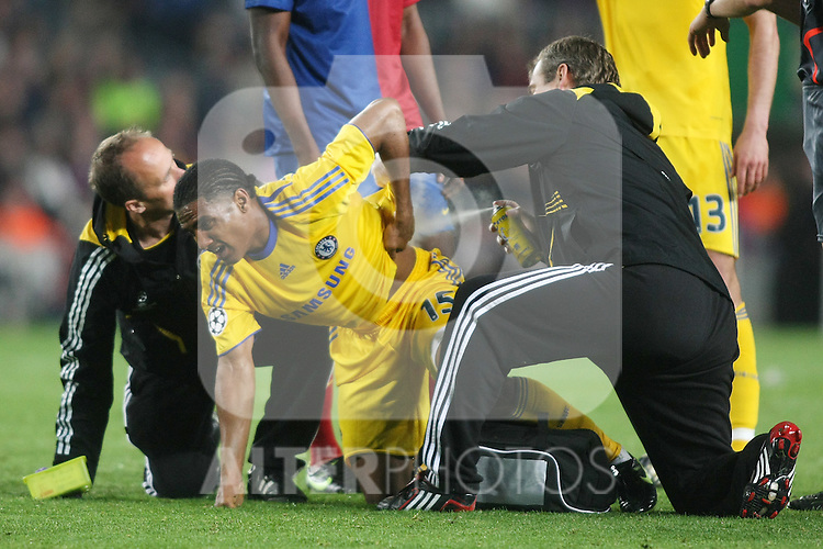 Chelsea's Florent Malouda injured during the UEFA Champions League match.April 28 2009. (ALTERPHOTOS/Acero).