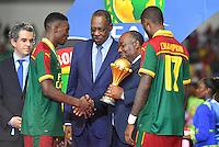 Esultanza Camerun con la Coppa <br /> Benjamin Moukandjo - Nicolas Nkoulou<br /> Issa Hayatou ( President de la CAF ) - Ali Bongo Ondimba ( President du Gabon <br /> Libreville ( Gabon ) 5-02-2017 Coppa Africa 2017 <br /> Finale <br /> Camerun -  Egitto <br /> Foto Boubacar / Panoramic / Insidefoto