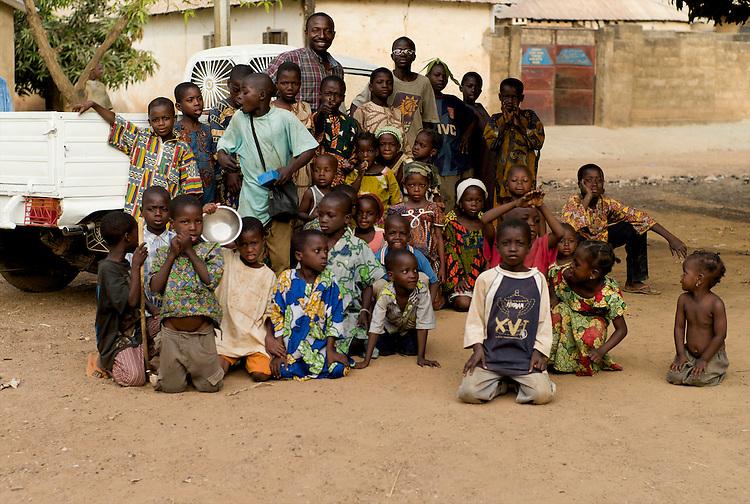 Group portrait of Moussa Atta and some neighborhood children.<br />  <br /> Photo de groupe. Moussa Atta et les enfants du quartier.