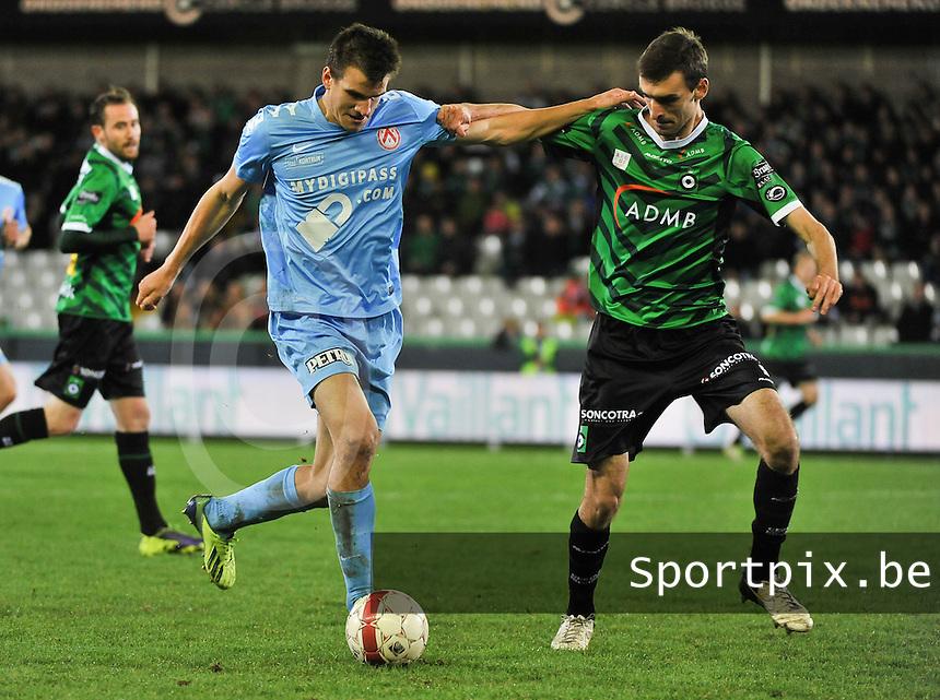 Cercle Brugge - KV Kortrijk : duel tussen Ivan Santini (links) en Gregory Mertens (rechts)<br /> foto VDB / Bart Vandenbroucke