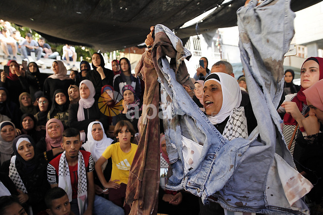 Mourners carry the body of Mohammed Obeid, a 20 year-old Palestinian killed in a clash with Israeli police on June 27, during his funeral in east Jerusalem, Monday, July 1, 2019. Photo by Afif Amera / WAFA