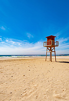 Spanien, Andalusien, Provinz Cádiz, Zahara de los Atunes: Strand an der Costa de la Luz, Aussichtsturm der Wasserwacht | Spain, Andalusia, Province Cádiz, Zahara de los Atunes: beach at Costa de la Luz, life guard watch tower