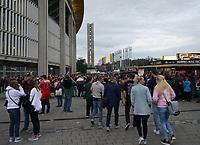 Footballfans zum Endspiel um die Deutsche Meisterschaft an der Frankfurter Commerzbank Arena - 12.10.2019: German Bowl XLI Braunschweig Lions vs. Schwäbisch Hall Unicorns, Commerzbank Arena Frankfurt