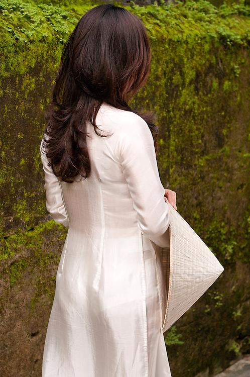 Ao Dai 02 - Vietnamese woman in traditional silk white ao dai, Hoi An, Viet Nam