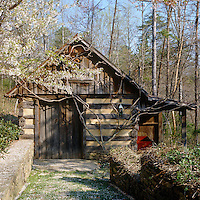 An outbuilding in the gardens of a gristmill in Pennsylvania has been constructed in the traditional method using log and plaster