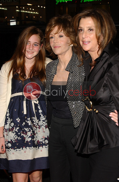 Jane Fonda and Paula Weinstein with her daughter<br />
