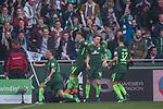 15.04.2018, Weser Stadion, Bremen, GER, 1.FBL, Werder Bremen vs RB Leibzig, im Bild<br /> <br /> 1 zu 0 Niklas Moisander (Werder Bremen #18)<br /> <br /> <br /> jubel mit der Mannaschaft<br /> <br /> <br /> Foto &copy; nordphoto / Kokenge