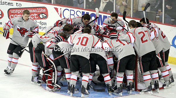 UNO huddles prior to the start of the game. Denver beat Nebraska-Omaha 4-2 Saturday night at Qwest Center Omaha. (Photo by Michelle Bishop)
