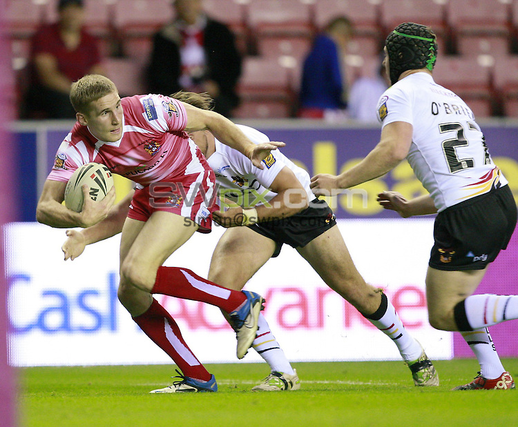 PICTURE BY CHRIS MANGNALL /SWPIX.COM...Rugby League - Super League  - Wigan Warriors v Bradford bulls - DW Stadium, Wigan, England  - 19/08/11... Wigan's Sam Tomkins  tackled by  Bradford's Marc Herbert and Adam O'Brian