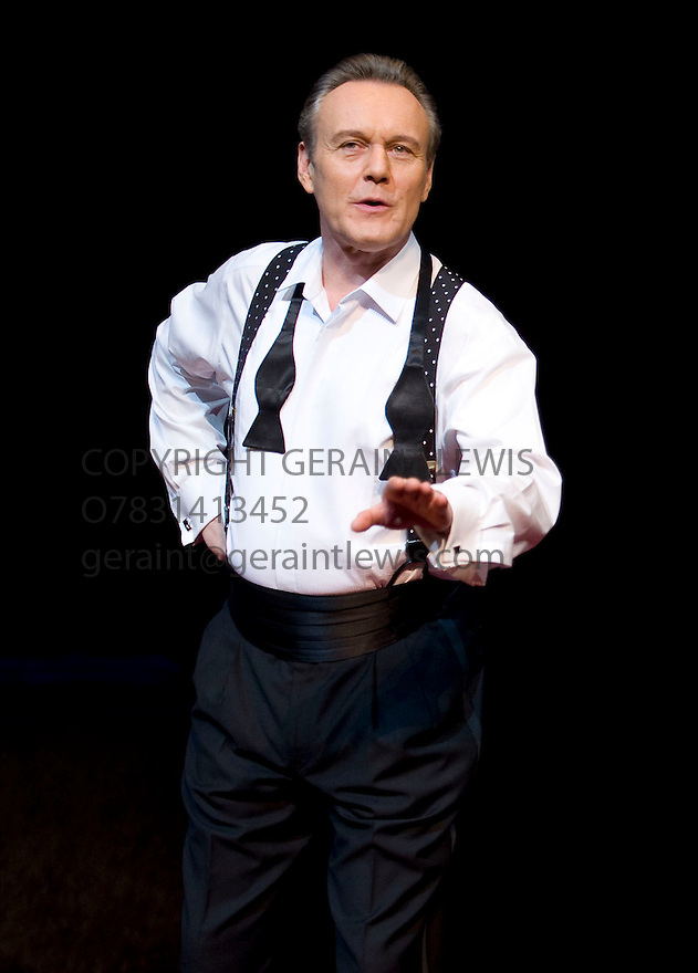 Six Degrees of Separation by John Guare,directed by David Grindley.. With With Anthony Head as Flan.Opens at The Old Vic Theatre Theatre on 19/1/10. CREDIT Geraint Lewis