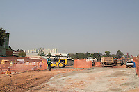 SAO PAULO, SP - 17.10.2014 - Estrada do M'Boi Mirim em obras, a região está ganhando novas avenidas, corredores junto com a canalização do Corrego Ponte Baixa e reformando as faixas exclusivas de Ônibus em toda a extenção da estrada entre os terminais Guarapiranga e Jd. Ângela, ambos na zona sul de São Paulo. Na manhã desta sexta-feira (17) o Prefeito Fernando Haddad visitou as obras e conversou com moradores e responsáveis pelas obras.<br /> <br /> (Foto: Fabricio Bomjardim / Brazil Photo Press)