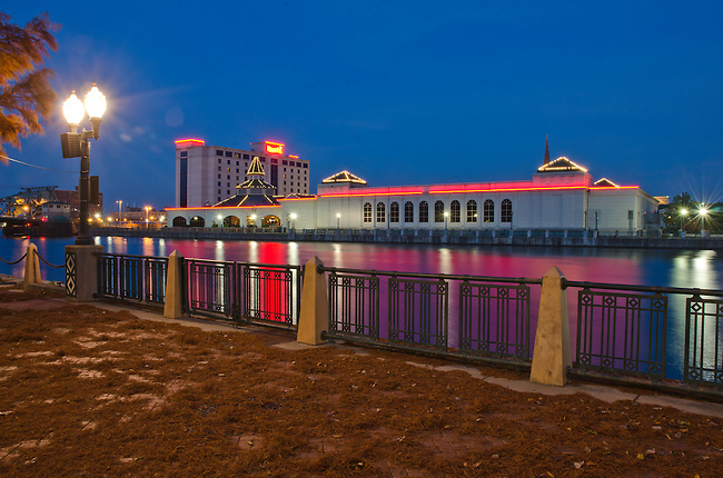 Harrah's Casino in downtown Joliet, IL, sits along the DesPlaines River at twilight