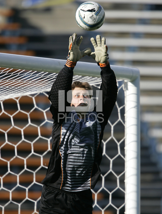 23 April 2005: Earthquakes' goalkeeper Robby Fulton warms up in practice at Spartan Stadium in San Jose, California.   Earthquakes defeated Wizards, 3-2.  Credit: Michael Pimentel / ISI