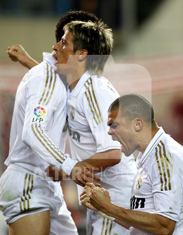 Madrid 11/04/2012.- Estadio Vicente Calderon..Liga BBVA..Atletico de Madrid -  Real Madrid..Pepe, Cristiano Ronaldo, Coentrao celebracion...©Alex Cid-Fuentes/ALFAQUI FOTOGRAFIA.........