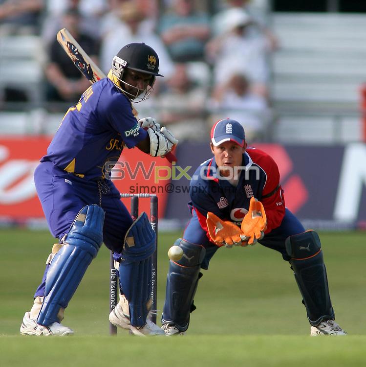 PICTURE BY VAUGHN RIDLEY/SWPIX.COM -  Cricket - Natwest Series - England v Sri Lanka - Headingley, Leeds, England - 01/07/06...? Simon Wilkinson - 07811 267706...England's Geraint Jones (R) and Sri Lanka's Sanath Jayasuriya (L).