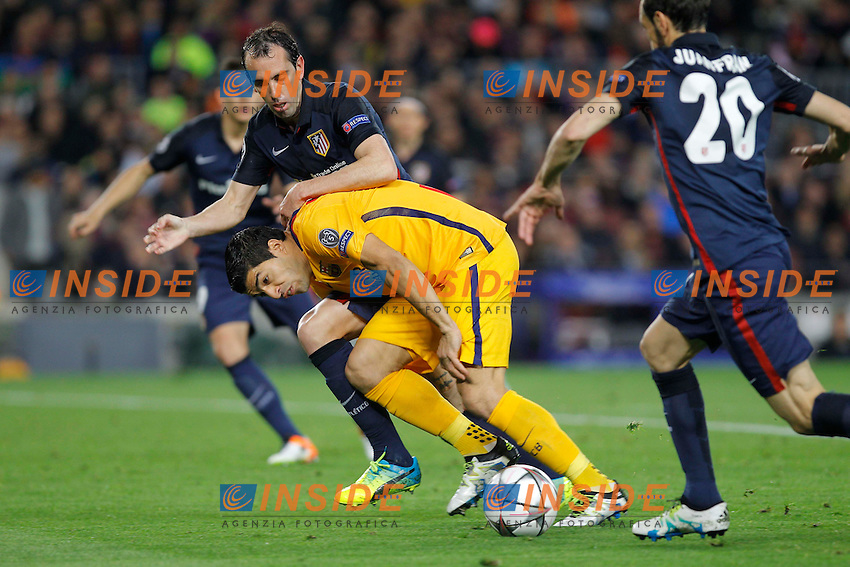 suarez (barca) - godin (atletico) <br /> Barcellona 05-04-2016 <br /> Football Calcio 2015/2016 Champions League <br /> Barcellona - Atletico Madrid Quarti di finale<br /> Foto Panoramic / Insidefoto <br /> ITALY ONLY