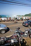 USA, Hawaii, crowd and cars, Waimea Bay, the Eddie Aikau surf competition