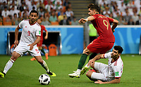 SARANSK - RUSIA, 25-06-2018: Vahid AMIRI (Der) jugador de RI de Irán disputa el balón con Aandre SILVA (Izq) jugador de Portugal durante partido de la primera fase, Grupo B, por la Copa Mundial de la FIFA Rusia 2018 jugado en el estadio Mordovia Arena en Saransk, Rusia. / Vahid AMIRI (R) player of IR Iran fights the ball with Omid EBRAHIMI (L) player of Portugal during match of the first phase, Group B, for the FIFA World Cup Russia 2018 played at Mordovia Arena stadium in Saransk, Russia. Photo: VizzorImage / Julian Medina / Cont