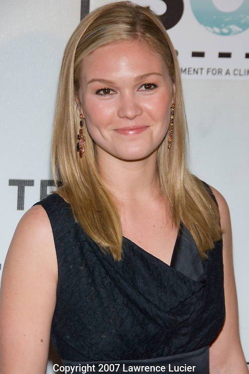 Actor Julie Stiles arrives at the SOS short film program on the opening night of the Tribeca Fim Festival April 25, 2007, at the Tribeca Performing Arts Center in New York City.  (Pictured : JULIA STILES).