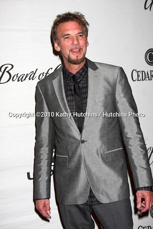 LOS ANGELES - NOV 18:  Kenny Loggins arrives at the 2010 Cedars-Sinai Board Of Governors Gala at Century Plaza Hyatt Regency Hotel on November 18, 2010 in Century City, CA