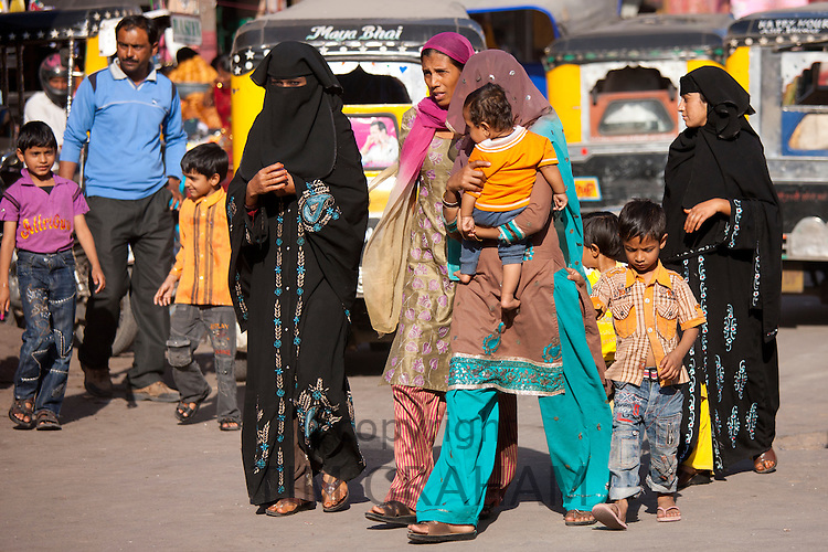 Crowded street scene Muslim people at Sardar Market at Girdikot, Jodhpur, Rajasthan, Northern India