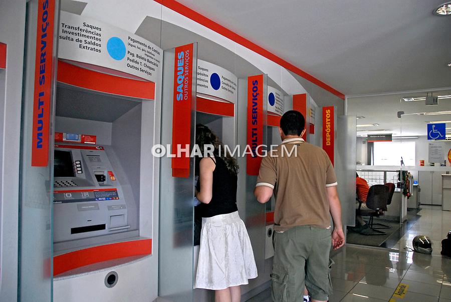 Caixa eletrônico de banco. São Paulo. 2007. Foto de Juca Martins.