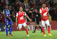 BOGOTA - COLOMBIA -01 -04-2014: Wilder Medina (Der ) jugador de Independiente Santa  Fe  convierte de tiro penalty el  tercer gol que le daria la victoria al Independiente Santa Fe  sobre Pasto 3 goles por 2, durante partido Independiente Santa Fe y Deportivo Pasto  por la fecha 14 de la Liga Postobon I-2014, jugado en el estadio Nemesio Camacho El Campin de la ciudad de Bogota. / Wilder Medina Independiente Santa Fe player  converted the third goal of penalty shot  that gave the victory against Independiente Santa Fe  won to Pasto ,3 goals for 2 during match Independiente Santa Fe and Deportivo Pasto by the date 14 of the Liga Postobon I-2014, I played in the Estadio Nemesio Camacho El Campin Bogota city.., Photo: VizzorImage  / Felipe Caicedo / Staff.