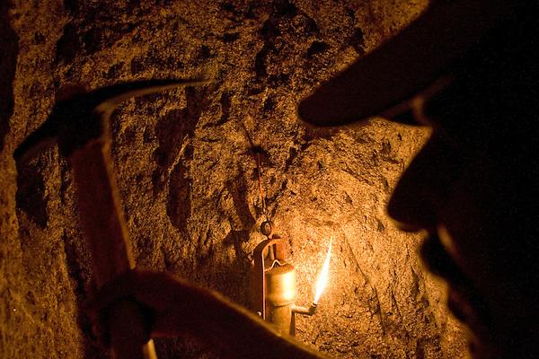 Teofilo Otoni_MG, Brasil...Garimpo em Teofilo Otoni, Minas Gerais...Metal prospecting in Teofilo Otoni, Minas Gerais...Foto: JOAO MARCOS ROSA / NITRO
