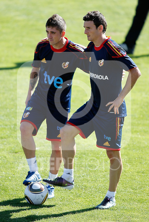 Spain's national team Pablo Hernandez and Aritz Aduriz during trainning session. October 6, 2010. (ALTERPHOTOS/Alvaro Hernandez).