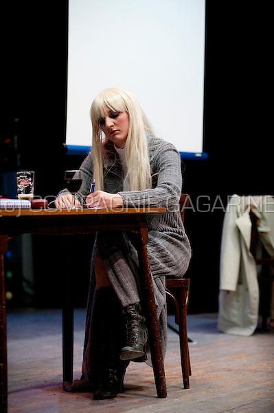 "Theatre group Levet Scone playing ""Diplodocus Deks"" from author Tom Lanoye in Wilsele (Belgium, 24/04/2009)"