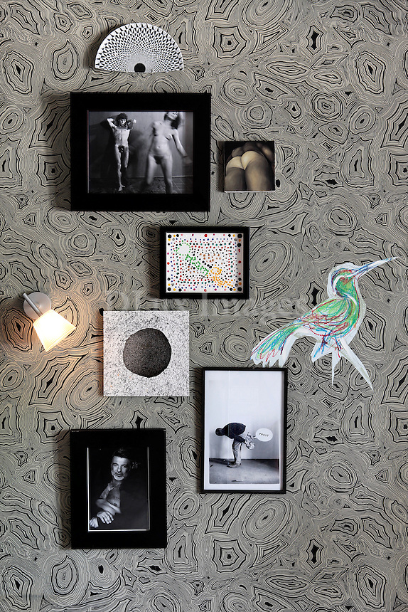 art deco pictures on black and white wallpaper