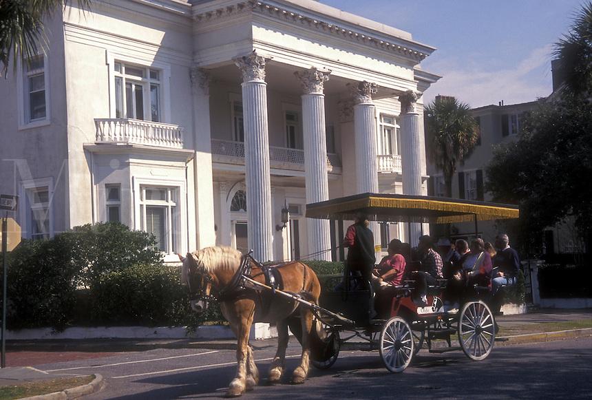 AJ1596, Charleston, mansion, South Carolina, horse-drawn carriage, Carriage tours of historic houses along Meeting Street in Charleston, South Carolina.